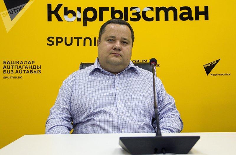 Президент единого правового центра Вигенс Владимир Плужник во время интервью в пресс-центре Sputnik Кыргызстан