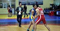 Ош шаарында Алыш күрөшүнүн негиздөөчүсү Баяман Эркинбаевдин жаркын элесине арналган грек-рим күрөшү боюнча эл аралык турнир өтүп жатат