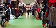 Торговля одеждой. Архивное фото