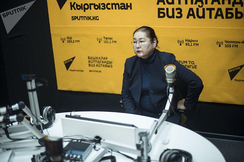 Вице-мэр города Бишкек Айгуль Рыскулова во время интервью на радио Sputnik Кыргызстан