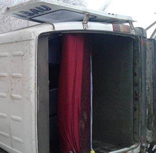 Кадамжай районундагы Орозбеков айыл өкмөтүнүн Учкун айылында кичи автобус жол кырсыгына кабылды