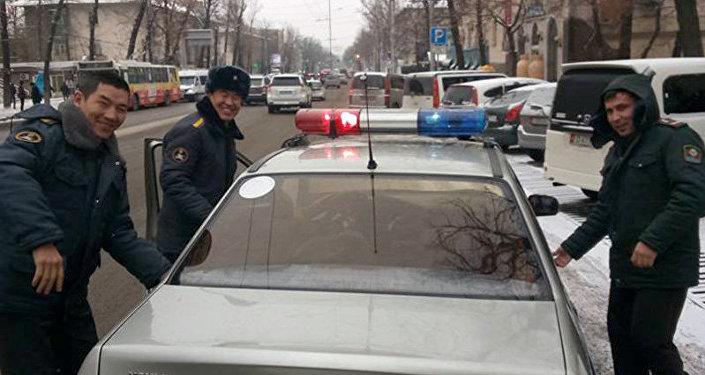 Работа сотрудников патрульной милиции в Бишкеке