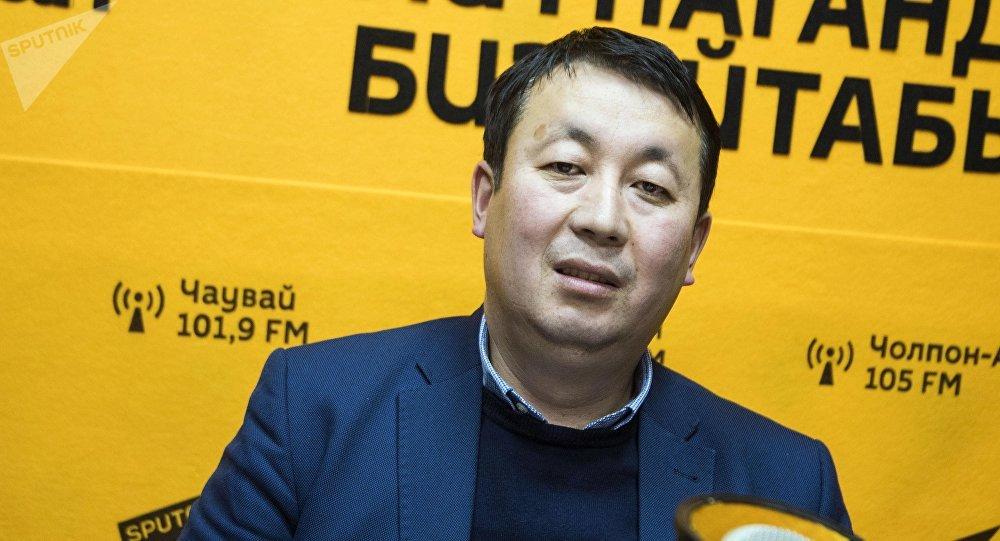 Консультант программы KyrSEFF+, финансовый эксперт Бакыт Аскарбеков во время интервью на радио Sputnik Кыргызстан