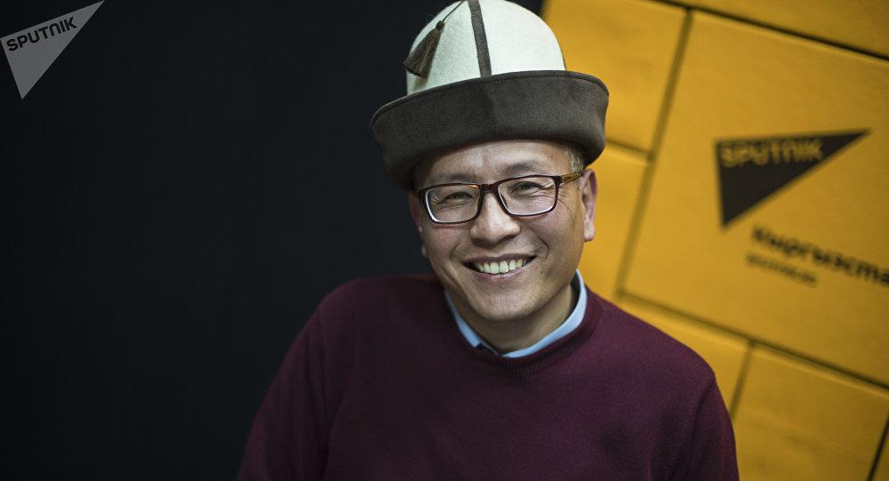 Кандидат филологических наук, представитель общественного фонда Саякбай манасчи Талантаалы Бакчиев во время интервью на радио Sputnik Кыргызстан