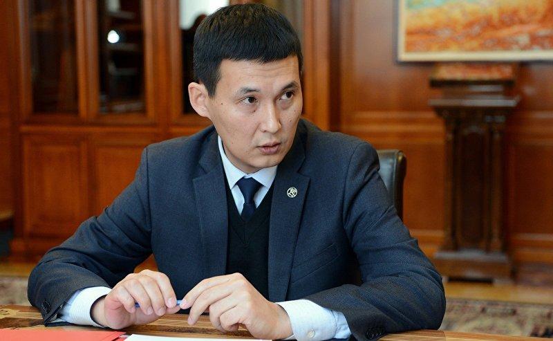 Секретарь Совета безопасности КР Алмазбек Курманалиев на приеме у президента Сооронбая Жээнбекова
