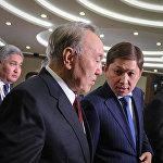 В тот же день Исаков обсудил с главой Казахстана Нурсултаном Назарбаевым ситуацию на границе