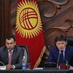 Исаков с вице-премьером Темиром Джумакадыровым. 7 октября заместитель главы кабмина погиб в ДТП