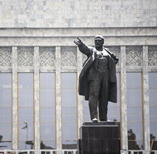 Памятник В.И. Ленину в центре Бишкеке. Архивное фото
