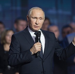 Президент РФ Владимир Путин во время встречи с работниками Горьковского автомобильного завода в Нижнем Новгороде.