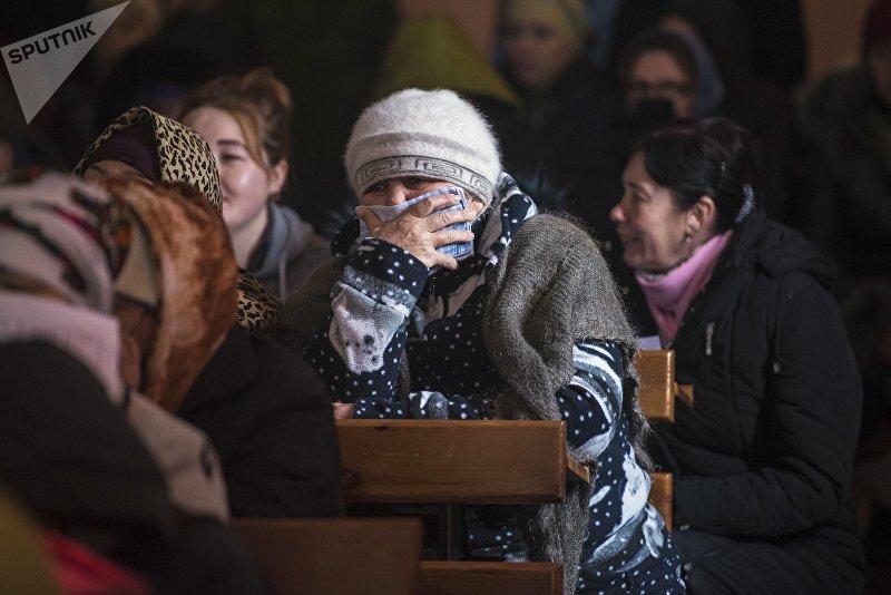 Женщина в актовом зале женской исправительной колонии № 2 в селе Степное
