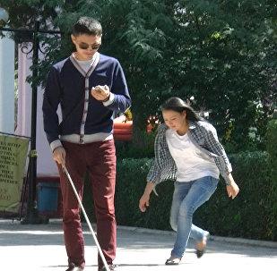 Реакция бишкекчан на потерю кошелька слепым — соцэксперимент