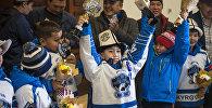 Встреча детской юношеской хоккейной команды Алга-Бишкек завоевавших кубок Barrington Ice Arena в США