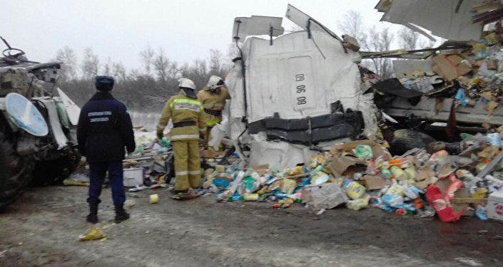 В дорожно-транспортном происшествии в Самарской области погибли два кыргызстанца, пострадали женщина и ребенок