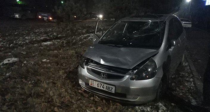 В Министерстве здравоохранения рассказали, что в результате аварии 21-летняя девушка получила сотрясение мозга. Она госпитализирована