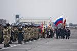 Военнослужащие на авиабазе ОДКБ Кант. Архивное фото