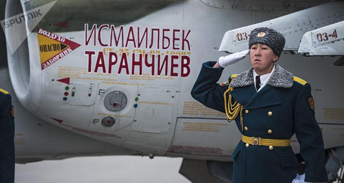 Присвоение имеми Героя Советского Союза Исмаилбека Таранчиева штурмовиков Су-25 СМ