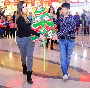 Самая большая новогодняя карамелька в Бишкеке