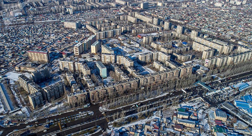 Бишкектин Чыгыш-5 микрорайондогу үйлөр. Архивдик сүрөт