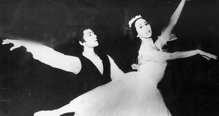 Балетмейстер Уран Сарбагышев менен балерина Рейна Чокоева