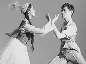 Балерина Рейна Чокоева менен балетмейстер Уран Сарбагышев жаш кезинде