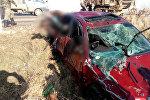 Бишкек — Нарын — Торугарт автожолунда Toyota Avensis унаасы көлмөгө түшүп кетти
