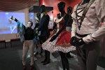 Посетитель в театральном музее имени А. А. Бахрушина в Москве. Архивное фото