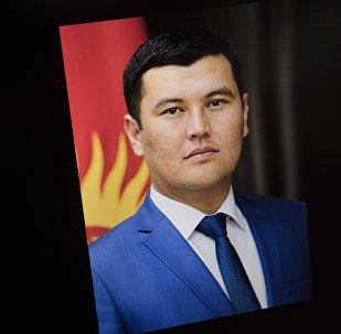 Архивное фото заместителя заведующего отделом обороны, правопорядка и чрезвычайных ситуаций Алмамбета Салиева