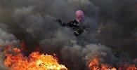 Протестующий во время столкновений на границе Палестины и Израиля в районе Рамаллы. Архивное фото