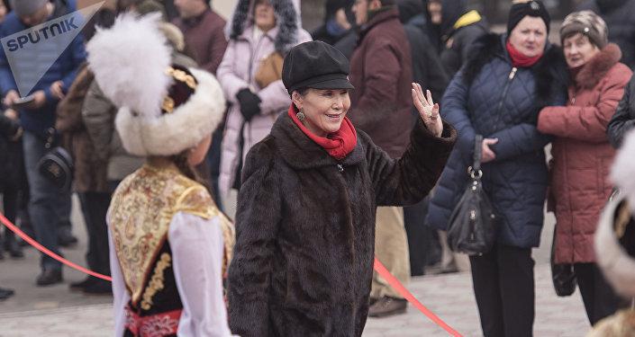 Народная актриса Кыргызстана, артистка театра и кино Назира Мамбетова на торжественном открытии VII Международного кинофестиваля Кыргызстан — страна короткометражных фильмов в Бишкеке