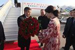 Жээнбекова в аэропорту Ташкента встретила девушка с цветами — видео