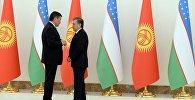 Президент Кыргызстана Сооронбай Жээнбеков на встрече с главой Узбекистана Шавкатом Мирзиёевым. Архивное фото