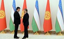 Президент Сооронбай Жээнбеков Өзбекстандын өлкө башчысы Шавкат Мирзиёев менен. Архивдик сүрөт