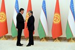Кыргызстандын президенти Сооронбай Жээнбеков менен Өзбекстандын президенти Шавкат Мирзиёев. Архив