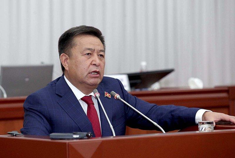 Спикер Жогорку Кенеша Чыныбай Турсунбеков на заседании