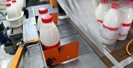 Изготовление молочной продукции. Архивное фото