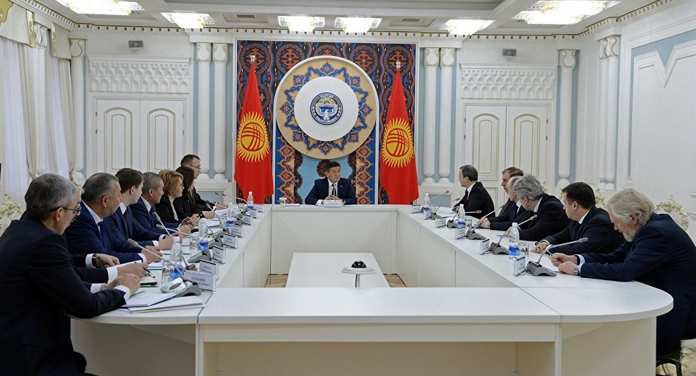 Президент Сооронбай Жээнбеков Россиянын өкмөт башчысынын орун басары Аркадий Дворковичти кабыл алды