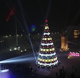 Невероятная красота! Как выглядит площадь Ала-Тоо, украшенная к Новому Году