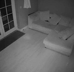 Британиядагы эски үйдө арбак видеого түшүп калган