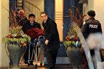 Полицейские в доме основателя миллиардера канадской фармацевтической фирмы Apotex Inc. Барри Шермана, которые были найдены мертвыми. Торонто, Онтарио, Канада, 15 декабря, 2017 года