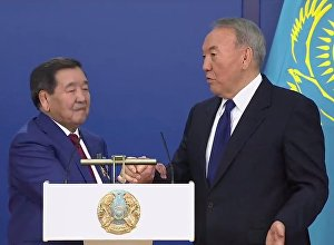 Назарбаев против чемпиона — видео борьбы на руках