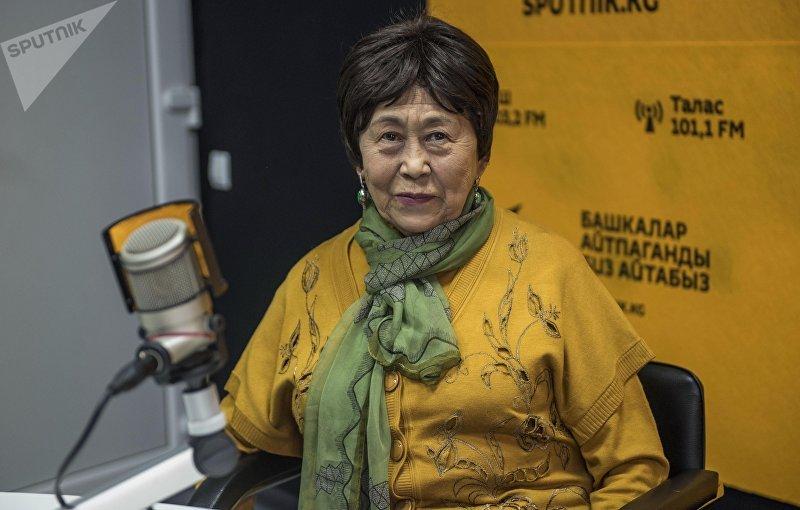 Народная артистка Кыргызской ССР, балерина Рейна Чокоева во время интервью на радио Sputnik Кыргызстан