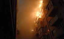 Пожар в многоэтажном жилом доме. Архивное фото