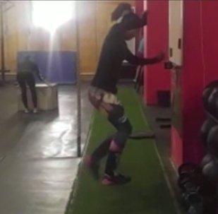 Спортсмены Кыргызстана наступают на невидимую коробку — видео