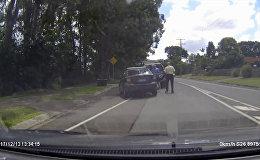 В Австралии два пенсионера подрались, не поделив дорогу, — видео