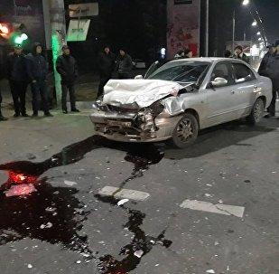 Последствия ДТП с участием спецмашины мобильного батальона 102 в Бишкеке