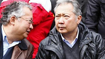 Президент Кыргызстана Курманбек Бакиев с братом Джанибеком Бакиевым. Архивное фото