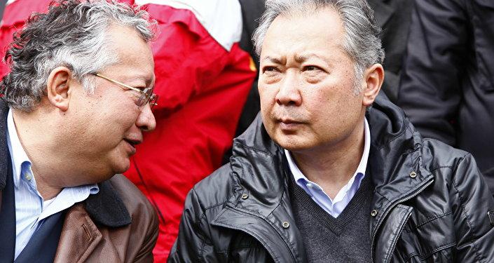 Кыргызстандан качкан президент Курманбек Бакиев жана анын агасы Жаныбек  Бакиев. Архивдик сүрөт