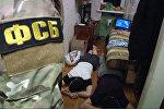 Задержанные по подозрению в подготовке терактов. Стоп-кадр с видео, предоставленного ФСБ РФ. Архивное фото