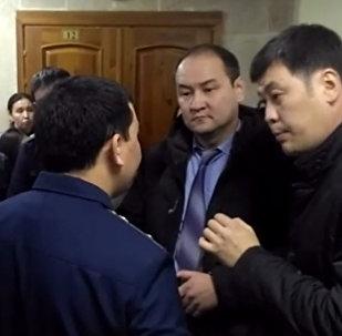 Бишкектеги НТС телеканалынын имаратында болгон окуянын видеосу