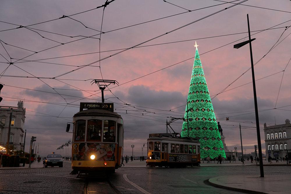 Новогодняя иллюминация в Лиссабоне